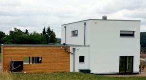 Holzhaus mit Flachdach